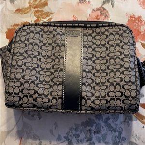 🌼Coach Signature Cosmetic Bag